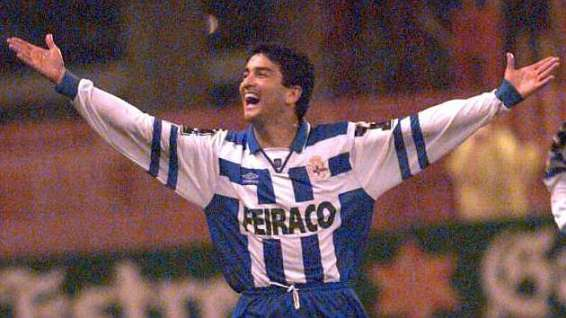 Bebeto - The winner of the 1992–93 Pichichi Trophy with 29 goals in 37 games. Photo @ LIGA BBVA