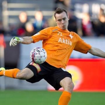 Saku Eriksson keeping goal for HIFK. @Cj_Eriksson
